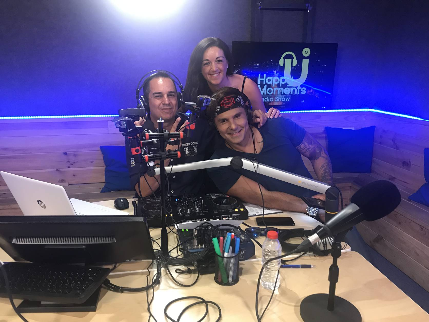 COYOTE DAX EN Happymoments radio show (3)